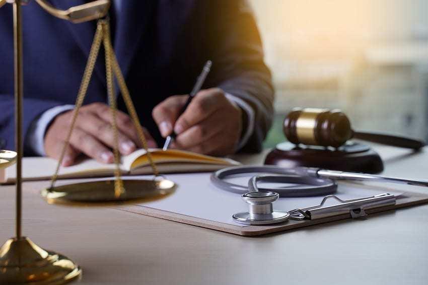 abogado contra la negligencia médica